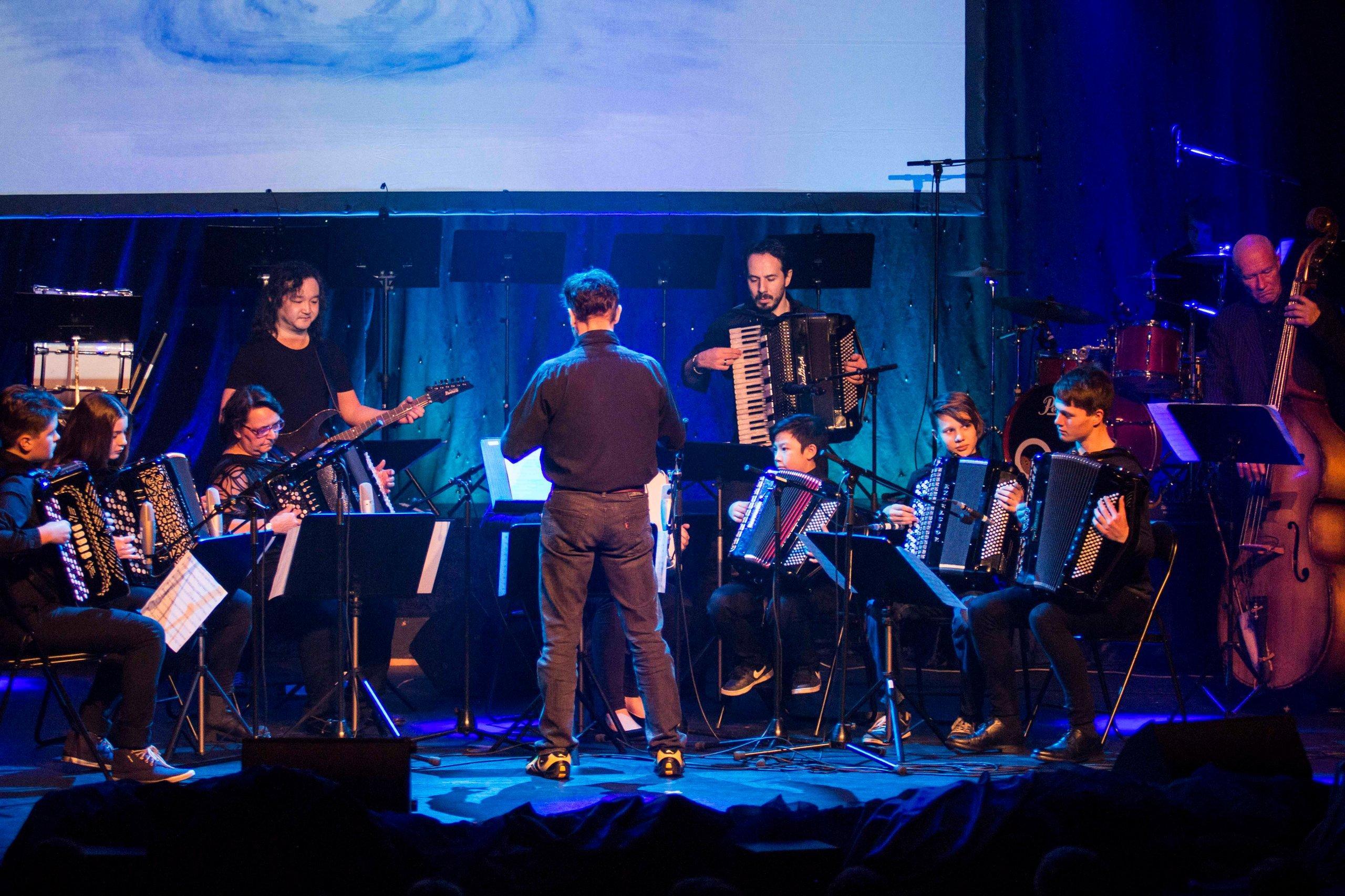 MSK jr fremfører Bach onto this i Parkteatret. (Foto: Tor-Arne Dunderholen)