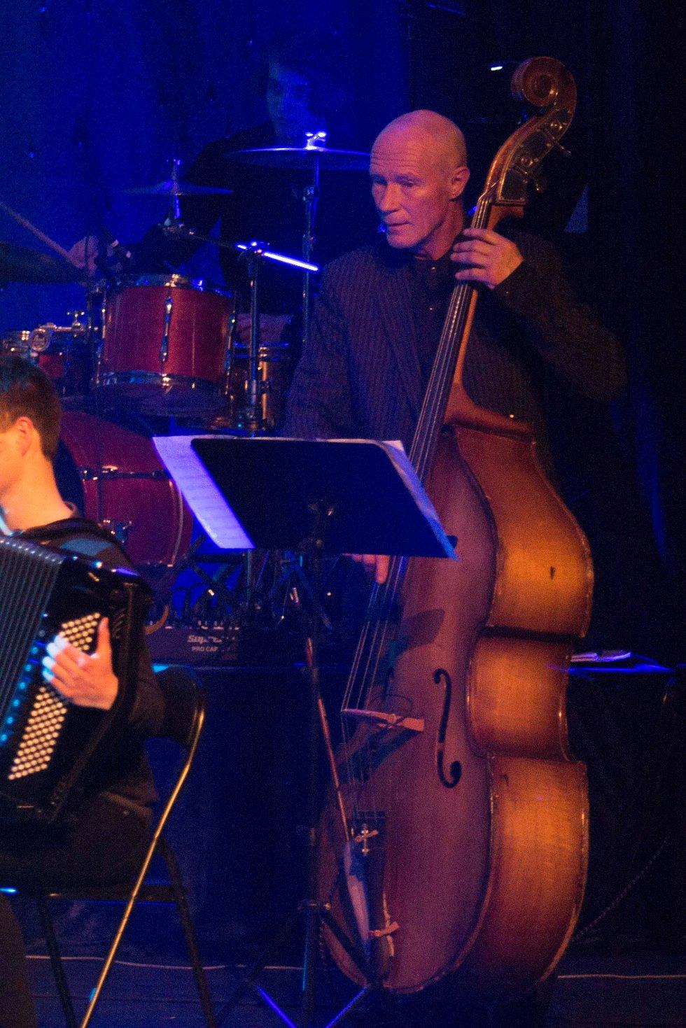 Trond Bull-Hansen på kontrabass (Foto: Tor-Arne Dunderholen)
